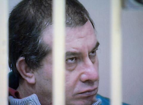 Olindo Romano - Como - 02-02-2009 - Strage di Erba, muore Carlo Castagna. Il saluto del figlio