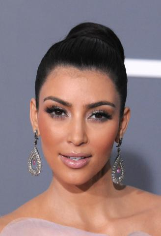 Kim Kardashian - Los Angeles - 08-02-2009 - Kim Kardashian chiede scusa per le inopportune foto della sua nuova scimmia