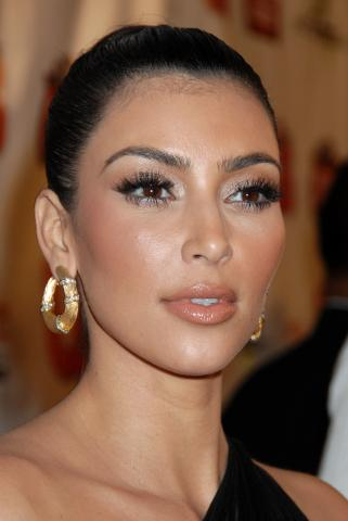 Kim Kardashian - Beverly Hills - 09-02-2009 - Kim Kardashian chiede scusa per le inopportune foto della sua nuova scimmia