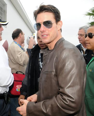 Tom Cruise - Daytona Beach - 15-02-2009 - Tom Cruise denuncia una griffe per uso improprio della sua immagine