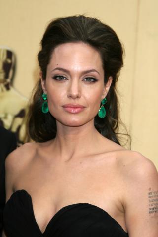 Angelina Jolie - Hollywood - 22-02-2009 - Angelina Jolie svela i segreti sui suoi tatuaggi