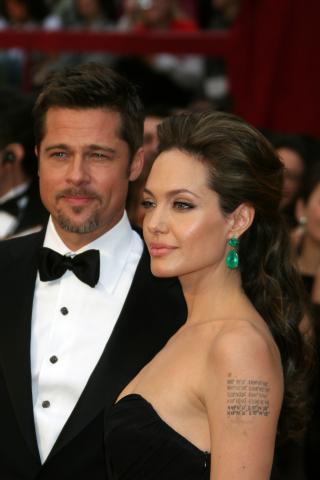 "Angelina Jolie, Brad Pitt - Hollywood - 22-02-2009 - Brad Pitt trovato a letto con la ""tata"""