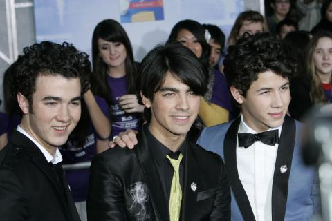Jonas Brothers - Hollywood - 24-02-2009 - Zac Efron e i Jonas Brothers insieme in un film Disn