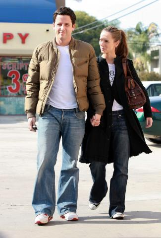 Ross McCall, Jennifer Love Hewitt - Los Angeles - 30-11-2008 - Cioccolato e Alanis Morissette, Jennifer Love Hewitt cura cosi' le sue pene d'amore