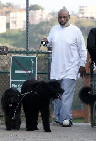 James Avery - Beverly Hills - 26-02-2009 - James Avery dichiarato morto si infuria con Twitter