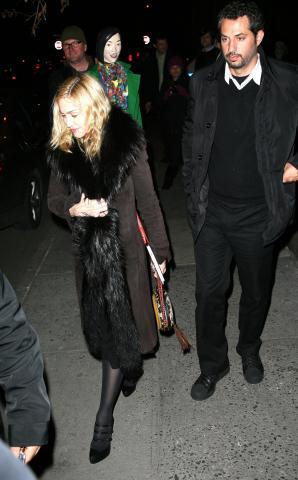 Guy Oseary, Madonna - Hollywood - 12-03-2009 - Madonna e Guy Richie trovano accordo per affidamento dei figli