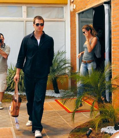 Tom Brady, Gisele Bundchen - San Paolo - 16-03-2009 - Il marito di Gisele Bundchen ha rischiato di annegare