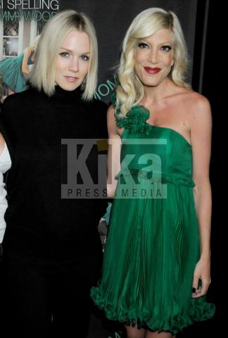 Jennie Garth, Tori Spelling - Beverly Hills - 13-04-2009 - Beverly Hills 90210: Donna e Kelly, qualcosa è cambiato!