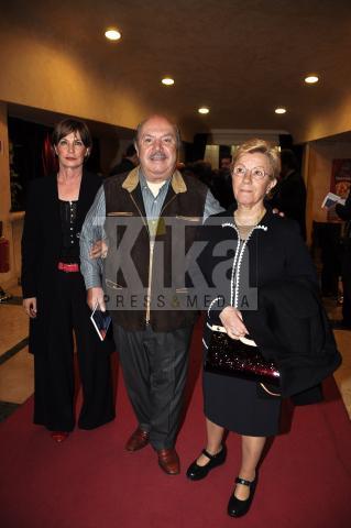 moglie, Lino Banfi - una amica - Roma - 19-04-2009 - Maurizio Costanzo alla prima de