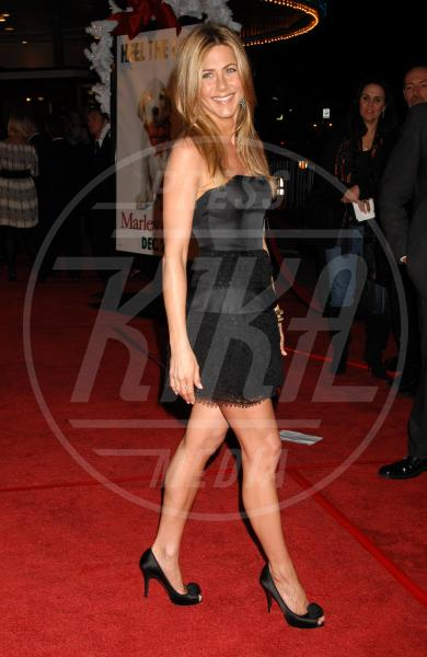 Jennifer Aniston - Los Angeles - 20-04-2009 - A ogni star il suo colore: nero per Angelina, rosa per Paris