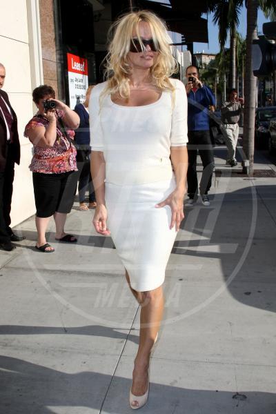 Pamela Anderson - Los Angeles - 20-04-2009 - A ogni star il suo colore: nero per Angelina, rosa per Paris