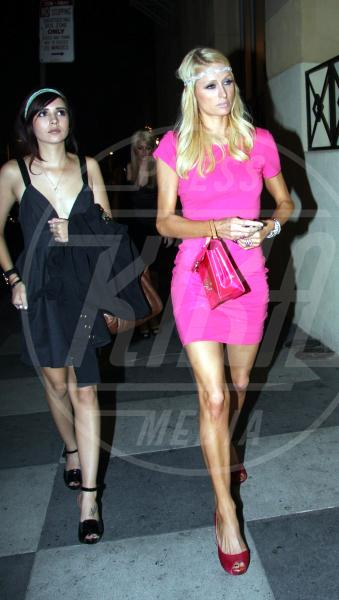 Paris Hilton - Los Angeles - 20-04-2009 - A ogni star il suo colore: nero per Angelina, rosa per Paris