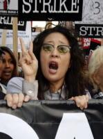 Sandra Oh - Los Angeles - 20-11-2007 - Il sindacato degli attori arriva a un accordo coi produttori