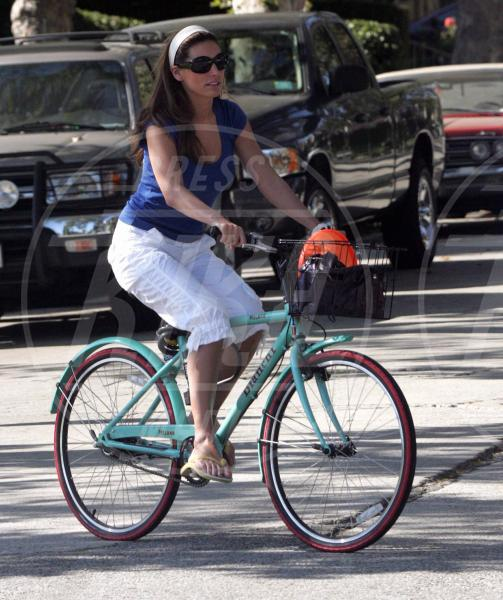 Billy Zane, Kelly Brook - Hollywood - 26-06-2005 - Dove vai, se la bici (condivisa) non ce l'hai?