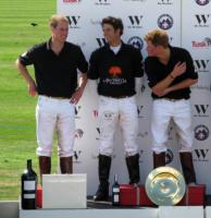 Principe William, Principe Harry - Ascot - 05-07-2009 - William e Harry di Inghilterra confortano la squadra ai Mondiali