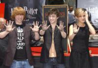 Emma Watson, Daniel Radcliffe, Rupert Grint - Hollywood - 09-07-2007 - Rupert Grint si assenta dal set di 'Harry Potter e i Doni della Morte' perche' colpito da febbre suina