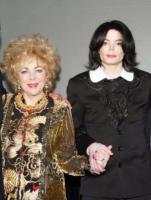 """Liz Taylor, Michael Jackson - Los Angeles - 25-06-2009 - Liz Taylor non sara' allo Staples Center: """"Non credo che Michael vorrebbe che io condividessi il mio dolore con milioni di estranei"""""""