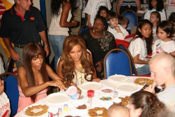 Michelle Williams, Beyonce Knowles - New York - 30-07-2005 - Svolta veg nel mondo delle celebrità