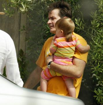 Charlie Sheen - Malibu - 07-08-2005 - Guerra aperta tra Charlie Sheen e l'ex moglie Denise Richards