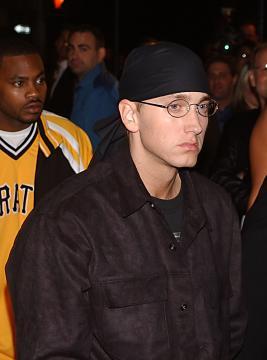 Eminem - Eminem, l'ex moglie parla del tentato suicidio