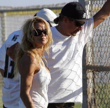 Pamela Anderson, Kid Rock - Malibu - 29-08-2005 - Non c'è due senza tre... star dal SI' facile