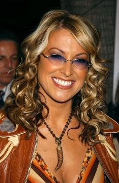 """Anastacia - Anastacia celebra gli """"anta"""" in Heavy Rotation"""