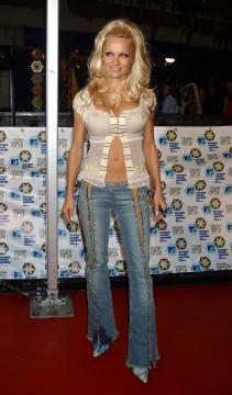 Pamela Anderson - Gli attori di Baywatch: com'erano ieri e come sono oggi