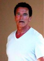 Arnold Schwarzenegger - Hawaii - 15-10-2009 - Arnold Schwarzenegger firma la legge Donda West per controllare la chirurgia plastica