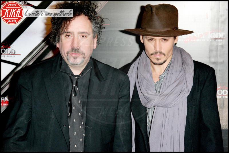 Tim Burton, Johnny Depp - Los Angeles - 16-11-2009 - Johnny Depp aiuta l'amico Nicolas Cage a risanare i debiti