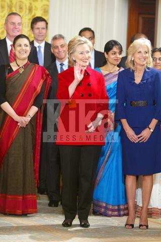 Hillary Clinton - New York - 24-11-2009 - Vuoi essere vincente? Vestiti di rosso