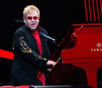 Elton John - Londra - Rifiutata l'adozione a Elton John, ma non rinuncia ad aiutare il bambino