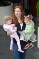 figlie, Marcia Cross - Los Angeles - 18-12-2009 - Charlene avrà due gemelli: quante star come lei!