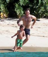 Rafferty, Rudy, Iris, Sienna Miller, Jude Law - Barbados - 27-12-2009 - Jude Law ci ricasca: quinto figlio in arrivo…dalla ex!