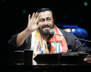 Luciano Pavarotti - sunrise - 02-10-2005 - La musica si schiera contro Donald Trump