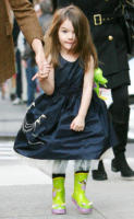 Suri Cruise, Katie Holmes - New York - 22-11-2009 - Suri Cruise e' gia' una stilista a tre anni