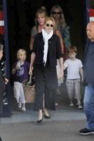 Julia Roberts - Los Angeles - 17-01-2010 - Madonna generosa con la figlia