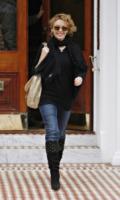 Kylie Minogue - Londra - 19-01-2010 - Kylie Minogue felice per la sorella Dannii