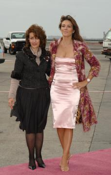 Evelyn Lauder, Elizabeth Hurley - New York - 07-10-2005 - Morta Evelyn Lauder, fondatrice della campagna Pink Ribbon