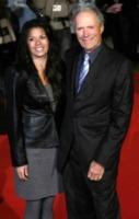 Dina Ruiz, Clint Eastwood - Londra - 31-01-2010 - Le star che non sapevi avessero avuto figli in tarda età