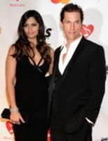 Camila Alves, Matthew McConaughey - Los Angeles - 29-01-2010 - Madonna investe un milione e mezzo di dollari in latte di cocco