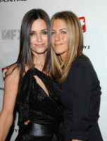 Courteney Cox, Jennifer Aniston - Milano - 08-02-2010 - Le quote rosa di Friends pensano alla reunion