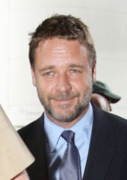 Russell Crowe - Milano - 08-02-2010 - Russell Crowe sulla via del tramonto