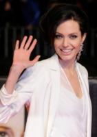 Angelina Jolie - Los Angeles - 29-12-2009 - Angelina Jolie vola ad Haiti