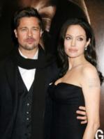 Angelina Jolie, Brad Pitt - Los Angeles - 17-01-2010 - Angelina Jolie vola ad Haiti