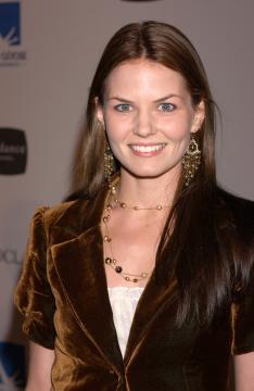 Jennifer Morrison - Santa Monica - 23-10-2005 - Presto sposi i protagonsiti di Dr House