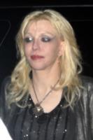 Courtney Love - New York - 18-02-2010 - Courney Love contro la famiglia Cobain