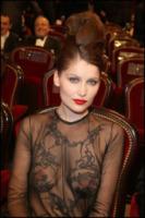 Laetitia Casta - Parigi - 27-02-2010 - È Natale e Laetitia Casta si spoglia per Lui, merci