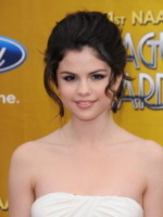 Selena Gomez - Los Angeles - 26-02-2010 - La 17enne Selena Gomez frega il posto a Nicole Kidman