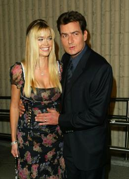 Charlie Sheen, Denise Richards - Westwood - 20-10-2003 - Guerra aperta tra Charlie Sheen e l'ex moglie Denise Richards