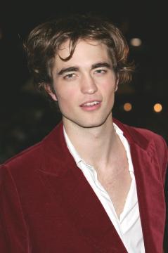 Robert Pattinson - Londra - Essere o non essere gay? Questo è il pettegolezzo